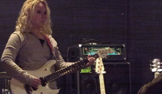 Amazing female guitarist Chantel McGregor