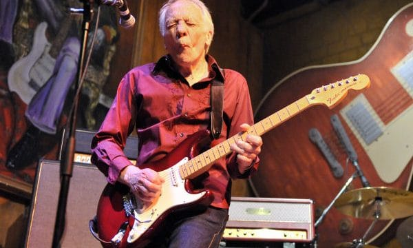 Robin Trower plays live